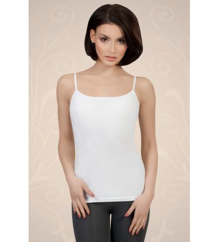 Bela ženska majica iz bombaža na tanke naramnice, ki jo lahko nosite kot spodnje perilo ali kot samostojno oblačilo.