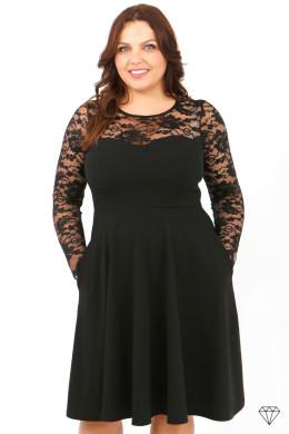 Črna večerna ženska obleka večjih velikosti.