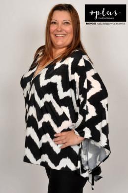 Plesna zvezda Urška Vučak Markež v črno-beli ponco bluzi kolekcije +PLUS spletne trgovine Modna Dama.