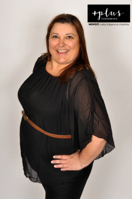 Plesna zvezda Urška Vučak Markež v bluzi s pasom kolekcije +PLUS spletne trgovine Modna Dama.