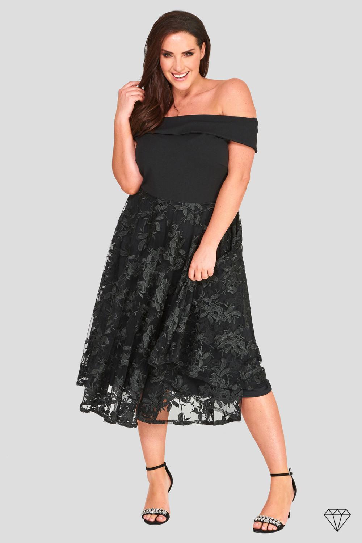 Elegantna črna ženska obleka Lavish za močnejše postave.