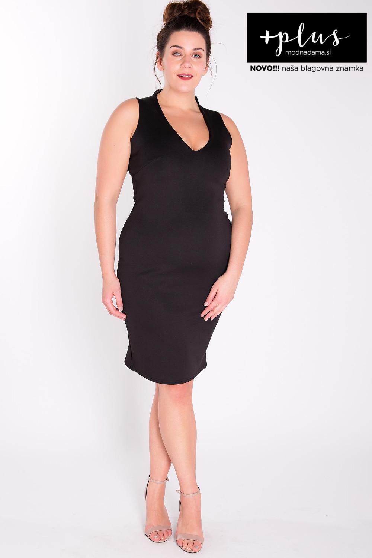 Črna obleka brez rokavov in dolžine do kolen, sešita iz raztegljive satenaste čipke in podložena s podlogo.