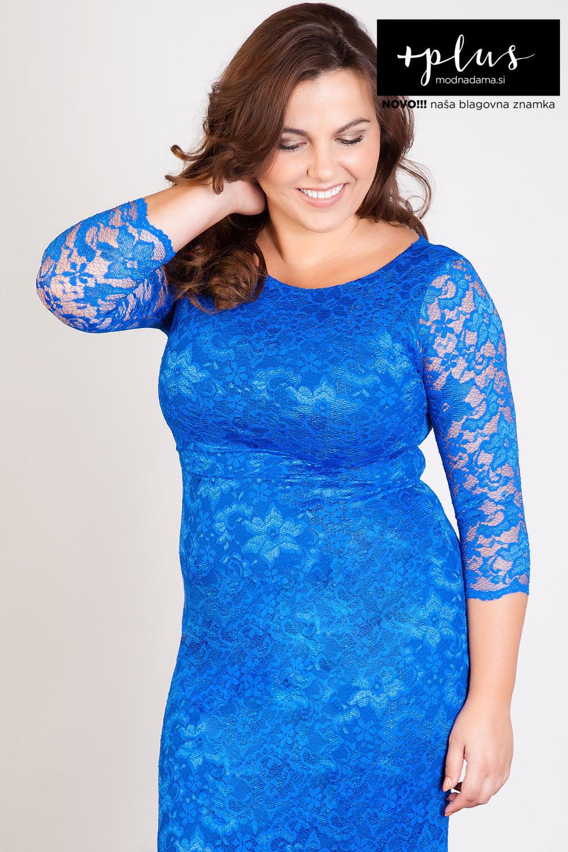 Čipkasta obleka v modri barvi, sešita iz raztegljive satenaste čipke in podložena s podlogo.