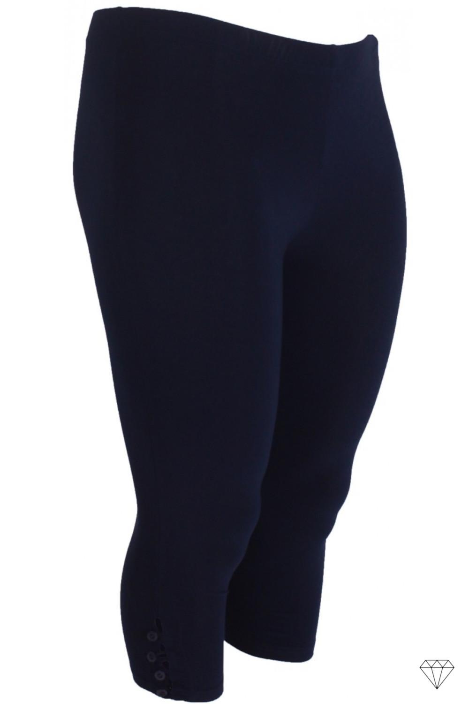 Mornarsko modre kapri pajkice za močnejše so na voljo v velikosti od 40 do 58.