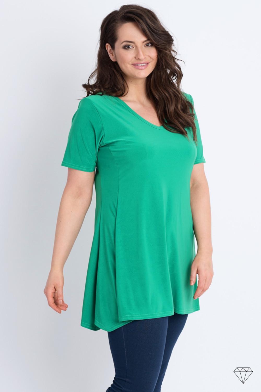 Zelena tunika s kratkimi rokavi blagovne znamke Magna, je sešita v EU iz prijetne viskozne tkanine. Tunika je asimetričnega kroja in prekrije boke ter zadnjico.