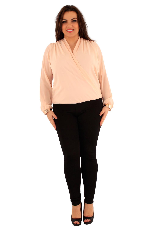 Ženska bluza na preklop z zapestnicami.