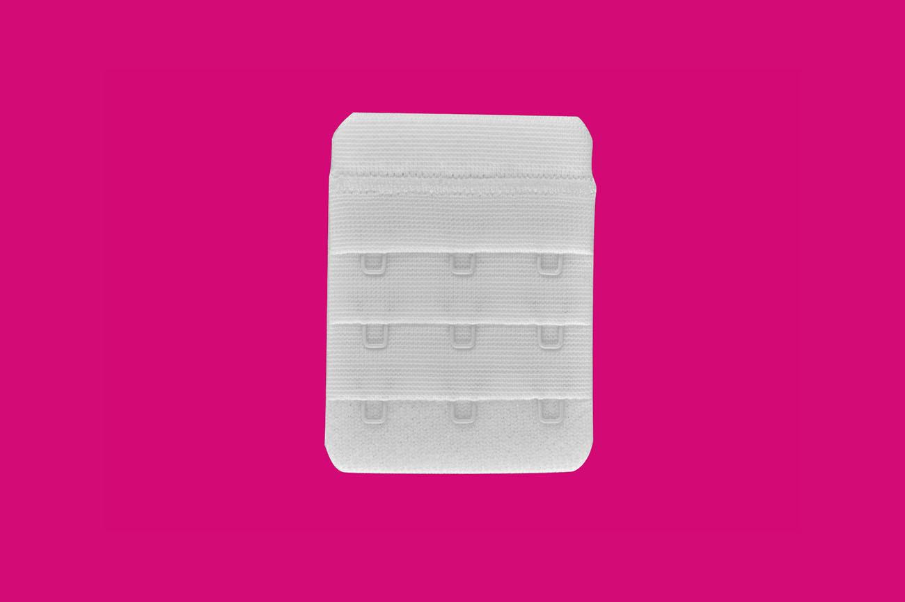 Spenjalni trak širine 3 zaponk v bež barvi za lažje in manj tesno zapenjanje je idealno nadomestilo za razrahljanje nedrčka.