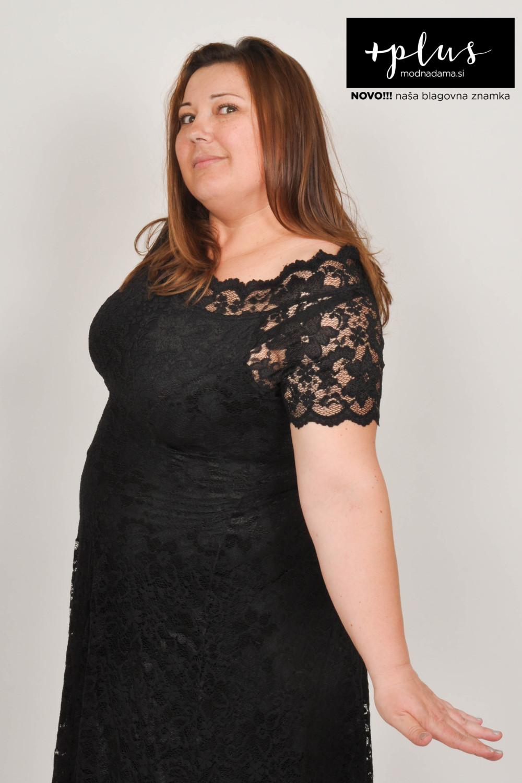 Čipkasta obleka Grace v črni barvi, ki jo priporoča tudi Urška Vučak Markež.