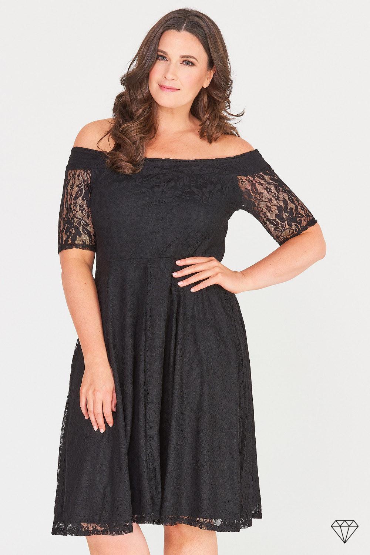 Elegantna črna ženska obleka za močnejše postave.