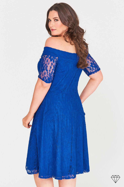Modra ženska obleka za močnejše postave.